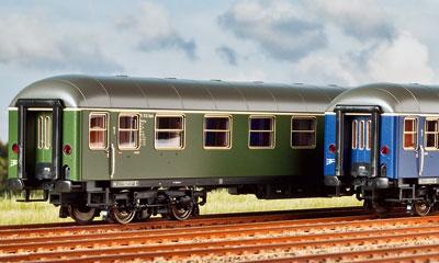 Roco bietet die DB-Schnellzugwagen der Bauartgruppe 53 nun auch mit Epoche-IIIb-Beschriftung an