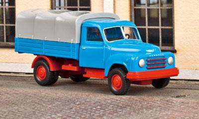 Von Wiking kommt in H0 der Hanomag Pritschen-Lkw der fünfziger Jahre.
